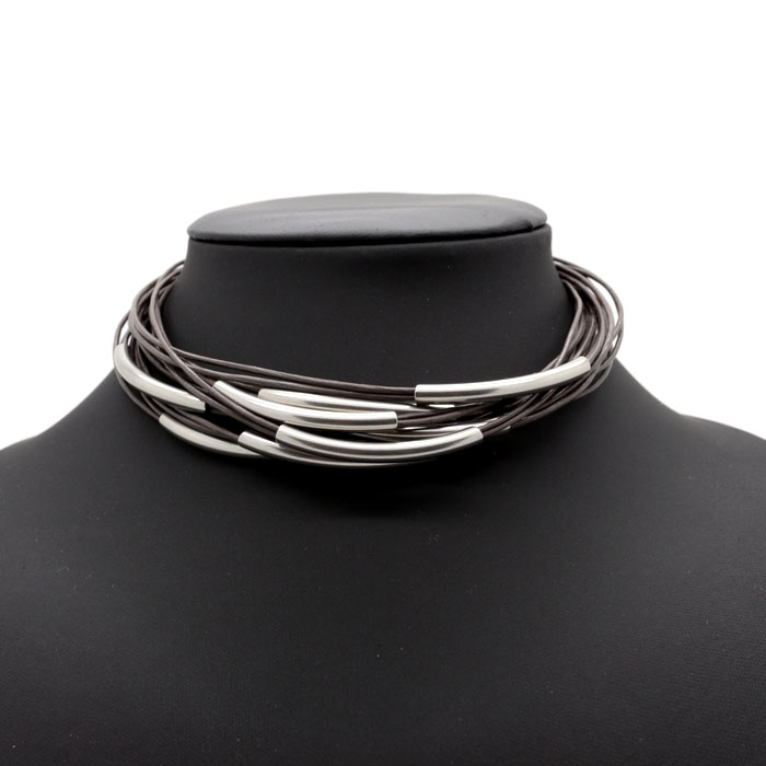 collier choker cuir multi rang et acier inoxydable lo 39 s bijoux. Black Bedroom Furniture Sets. Home Design Ideas